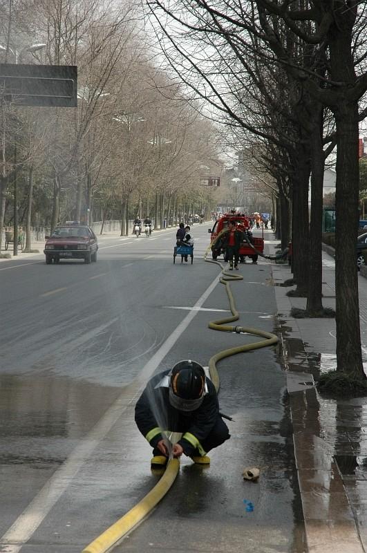 The fire hose needs a fix before putting out the fire-© Rogier Vermeulen