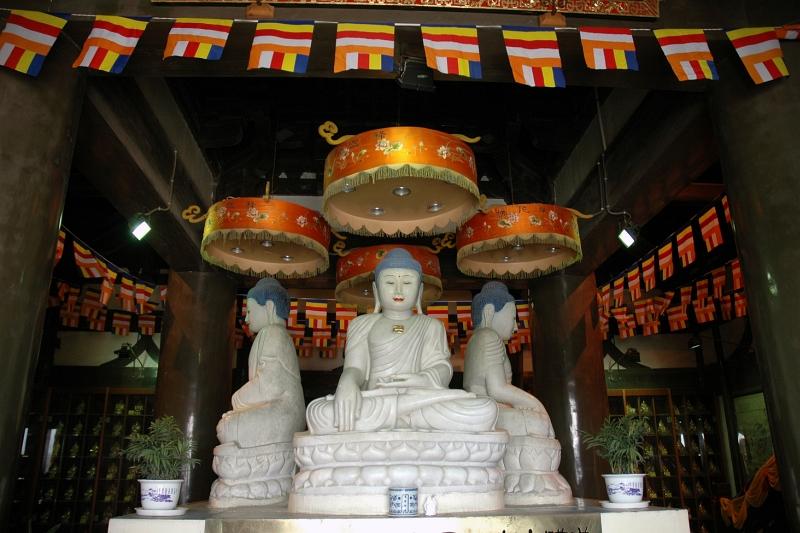Statues in Da Ming Temple complex, Yangzhou-© Rogier Vermeulen