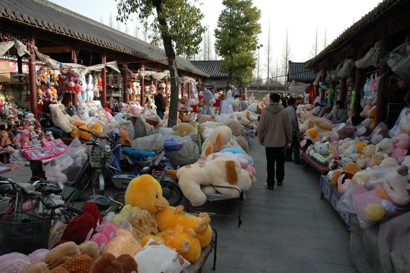 Teddy bear market, Yangzhou-© Rogier Vermeulen