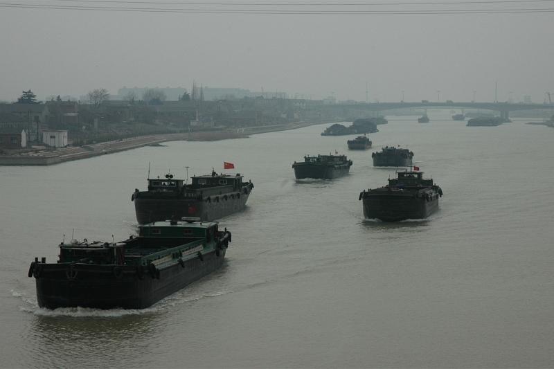 Tributary of the Yangtze river-© Rogier Vermeulen