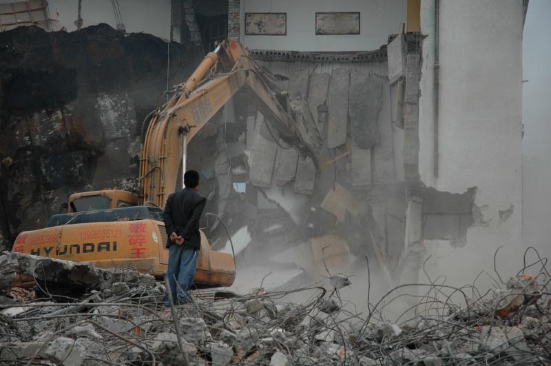 Demolishing - the Chinese way-© Rogier Vermeulen