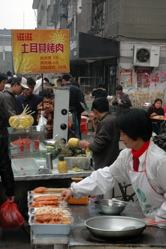 Food street, Yangzhou-© Rogier Vermeulen