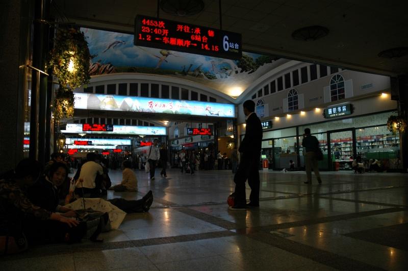 Waiting at Beijing Railway station-© Rogier Vermeulen