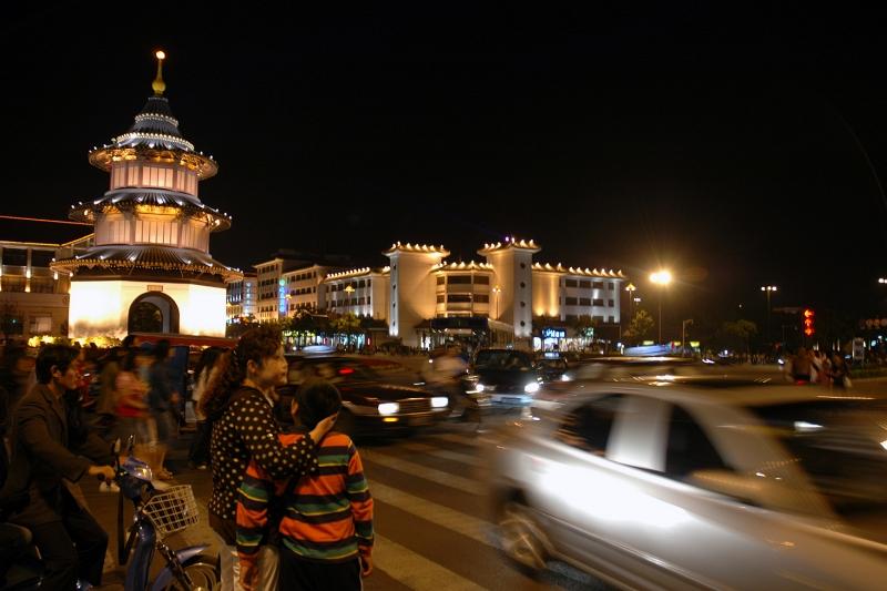 Traffic at Wenchang Ge, Yangzhou-© Rogier Vermeulen