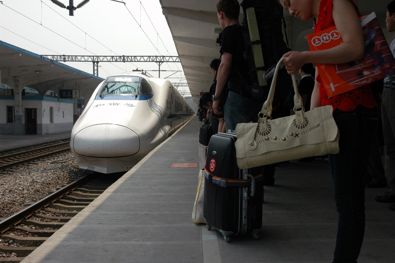 From Zhenjiang to Shanghai by CRH (highspeed and air-conditioning!)-© Rogier Vermeulen