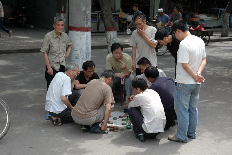 Playing Chinese chess, Xi'an-© Rogier Vermeulen